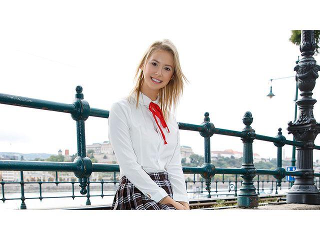 東欧で日本人がナンパ!制服の似合う美人金髪娘とガチ性交