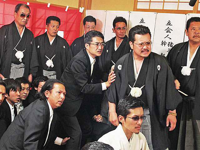 『代紋の墓場8』マシンガンを手に狙うは…!侠(おとこ)・京極鉄次の物語がついに完結!!