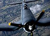 歴史に残る空中戦:F4Uと零戦