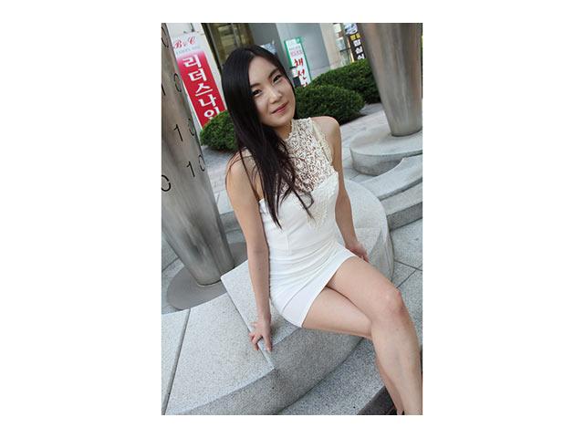 「韓国素●女子」をダマして日本のAVを見せたらとんでもない反応をして、オナニーをはじめちゃったので、チン入することにした。