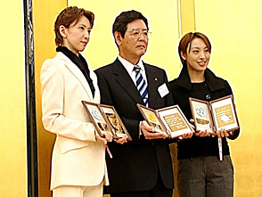 TAKARAZUKA NEWS プレイバック!「阪急すみれ会「パンジー賞」表彰式」〜2005年12月より〜