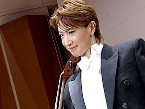 TAKARAZUKA NEWS プレイバック!「春野寿美礼 イン・コンサート『I GOT MUSIC』ポスター撮影風景」〜2005年8月より〜