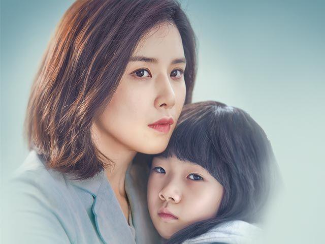 【マザー〜無償の愛〜】ヘナが虐待を受けていることを知ったスジンはこれまで感じたことのない母性が自分の中に生まれていることに気づく。